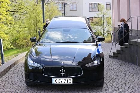 Matti Siitosen ruumisautona toimii ylellinen Maserati.