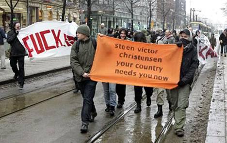 Tanskassa vallattiin puoluetoimisto, Helsingissä järjestettiin tukimielenosoitus.
