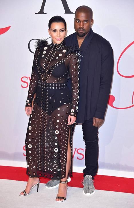 Kim Kardashian ja Kanye West ovat ollet naimisissa vuodesta 2014. Parilla on kaksi yhteistä lasta.