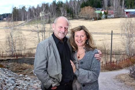 Tommy ja Carita Hellsten kotonaan Sipoossa vuonna 2013.