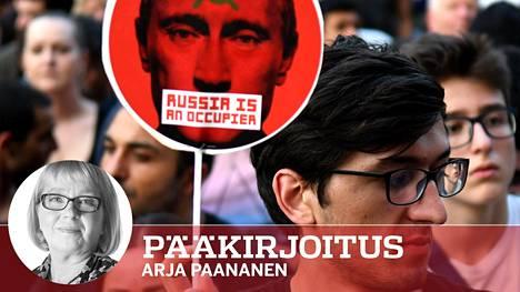 Juhannuksena alkaneet protestit jatkuvat Tbilisissä yhä. Opposition edustajien mukaan Georgian nykyjohto myötäilee liikaa Venäjää, joka miehittää osia Georgiasta.