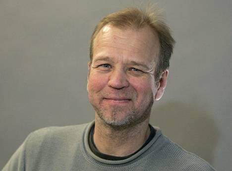 Markku Rönkkö on PHS:n copywriter, joka viettää sapattivuotta kirjoittamalla toista romaaniaan.