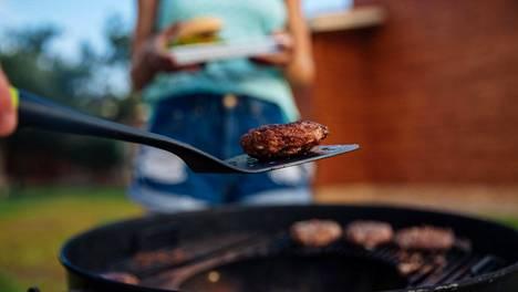 Isommat lihat kannattaa kuljettaa kypsennettyinä. Retkellä niihin voi paistaa ainoastaan kauniin pinnan.