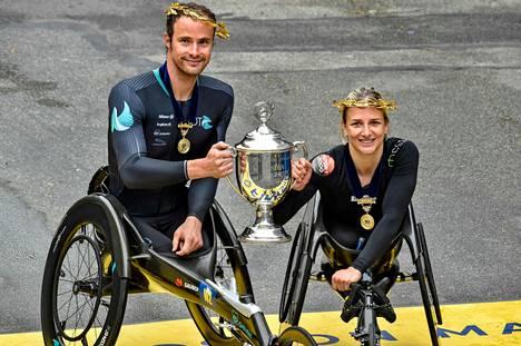 Marcel Hug ja Manuela Schar ottivat Sveitsille kaksoisvoiton.