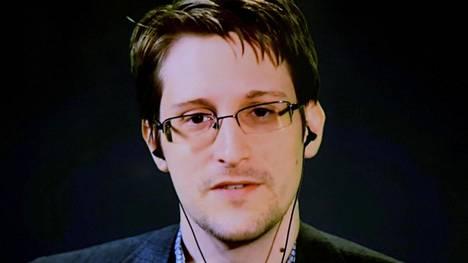 Edward Snowden puhui videoyhteyden välityksellä tilaisuudessa New Yorkissa syyskuussa 2015.