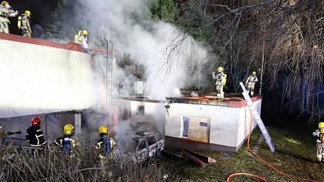 Koulun matalasta osasta paloi noin 100 neliötä.