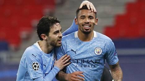 Bernardo Silva (vas.) ja Gabriel Jesus osuivat Manchester Citylle keskiviikkona.
