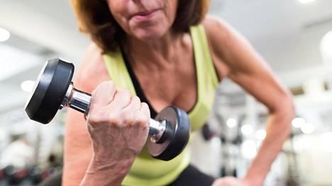 Kotiin sulkeutuminen voi jo viikossa selvästi laskea lihasvoimia, ellei tee mitään ylläpitävää treeniä.