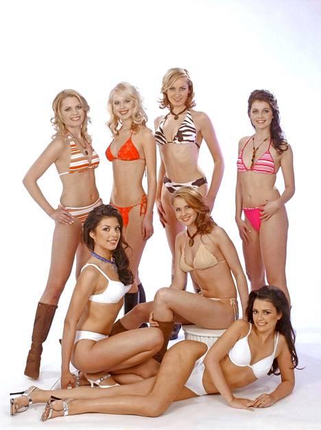 Vuoden 2004 Miss Suomi -finalistit värikkäässä bikinikirjossa.