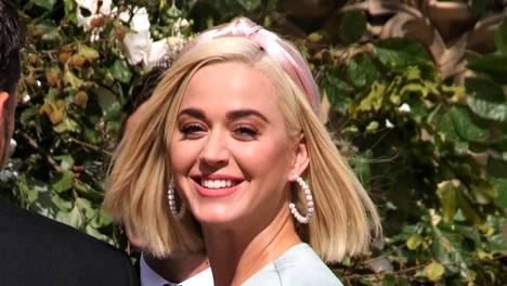Katy Perry on suosinut skarppia lobia jo vuosia. Laulaja asustaa kampauksen trendikkäästi.