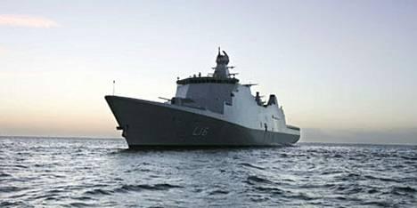 Tanskan laivaston lippulaiva Absalon upotti merirosvojen tukialuksen Intaina valtamerellä.