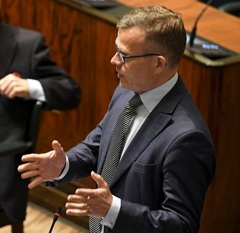 Puheenjohtaja Petteri Orpo (kok).