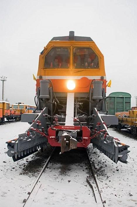Lokakuun rautateillä on käytössään 72 Lumensyöjää. Rataliikenteen periaatteena on, että matkustajajunat ajetaan myös lumisateiden aikana ajallaan.