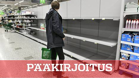 Tyhjiä hyllyjä Olarin Prismassa Espoossa.