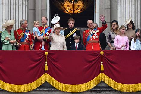 Kuninkaallinen perhe Buckinghamin palatsin parvekkeella vuonna 2015.