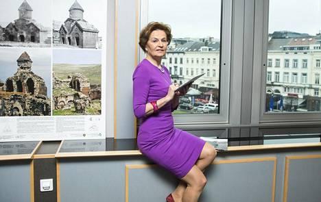 Euroopan unionia ja koko Eurooppaa ravistelevat kriisit pitävät Anneli Jäätteenmäenkin kiireisenä.