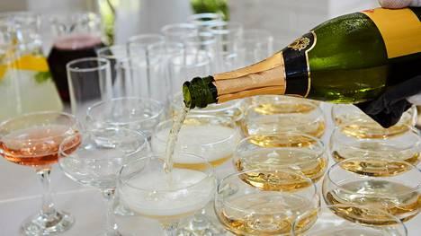 Kuohuviinit kuuluvat uudenvuoden juhliin.