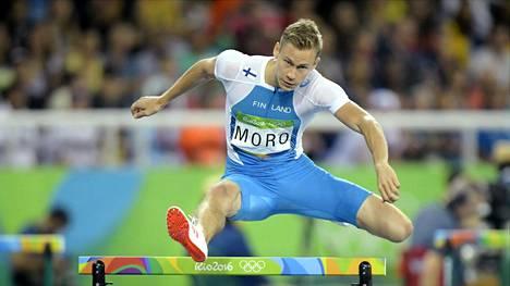 Oskari Mörö kellotti Rion alkuerissä uuden Suomen ennätyksen. Välierissä vauhti hiipui hieman: hän sijoittui omassa erässään seitsemänneksi ajalla 49,75.