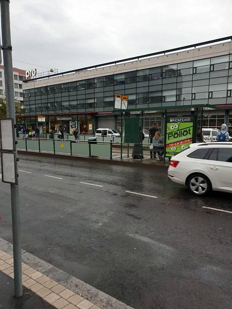 Ruoholahden metroasemalla on useita poliisipartioita.