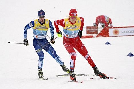 Mäki ja Aleksandr Bolshunov (oik.) hiihtivät peräkanaa myös Oberstdorfin MM-viestissä. Venäläinen pusersi hopealle ja Suomi jäi kuudenneksi.