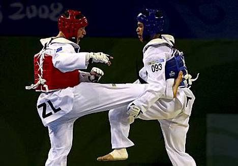 Logan Campbell (vas.) kohtasi Pekingin olympialaisissa muun muassa kiinalaisen Sung Yu-Chn.