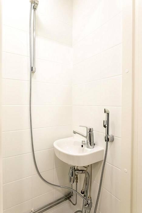 Suihku oli hyvässä kunnossa, mutta sinne lisättiin remontissa bideesuihkun kaveriksi varsinainen suihku.