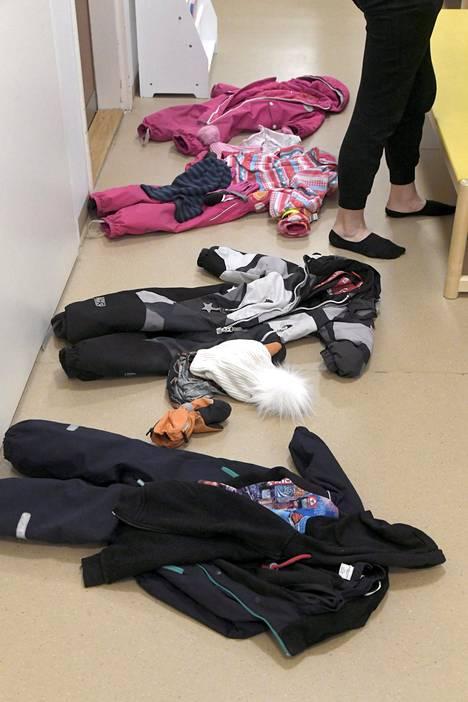 Lapset ovat keskiössä, mutta ammattilaisten aika kuluu palavereissa, kritisoi yksi.
