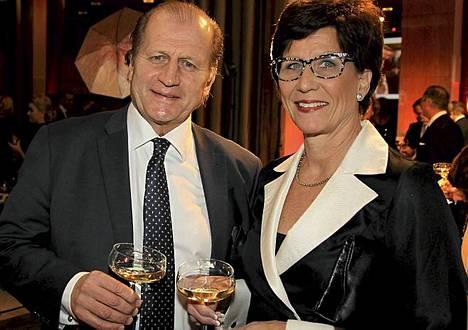Juhani Tamminen saapui juhliin vaimonsa Marin kanssa.