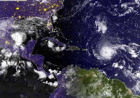 Vitoskategorian hurrikaaniksi vahvistunut Irma on aiheuttanut jo mittavia tuhoja Karibianmeren saarilla.
