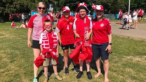 Maiken, LIsa, Christoffer, Villads ja Anton saapuivat Parkenille kannustamaan kovia kokenutta Tanskan joukkuetta.