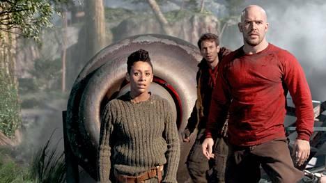 Iron Sky the Coming Race -seikkailun sankarit: Obi (Lara Rossi), Sasha (Vladimir Burlakov) ja Malcolm (Kit Dale).