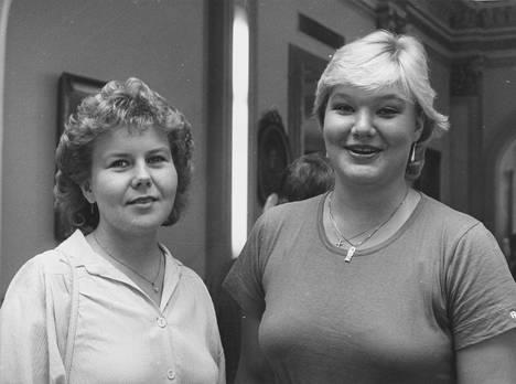 Laulajat Satu Tukiainen (vas.) ja Karita Mattila vuonna 1982.