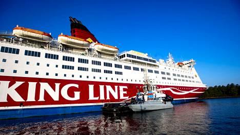 Viking Line Amorella ajoi karille Ahvenanmaan Järsön saaren edustalla 20. syyskuuta.
