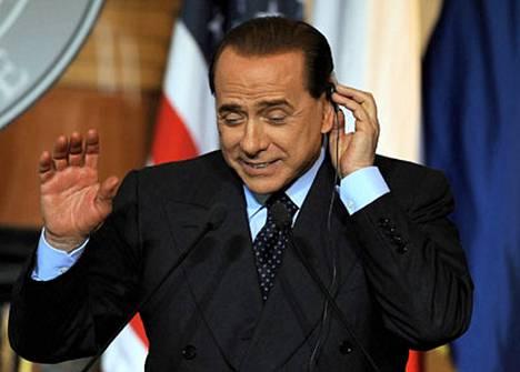 Berlusconin hallituskoalitio on yrittänyt ajaa läpi lakialoitetta, joka keskeyttäisi kaikki oikeudenkäynnit.