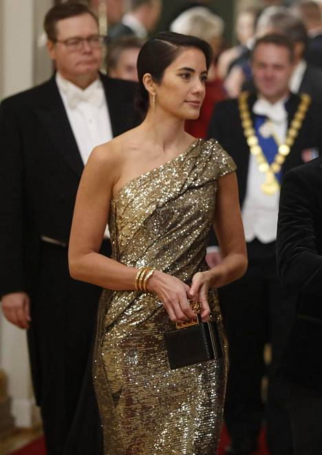 Alexandra Escat'n pelkistetty hiustyyli toimi glamourpuvun kanssa loistavasti.