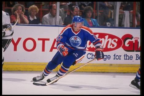 Maaliruisku Jari Kurri vauhdissa NHL-kaudella 1989-1990.