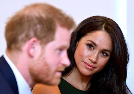 Kuninkaallisasiantuntija arvioi Ilta-Sanomille, että Sussexin herttuapari saattaa menettää tittelinsä shokkipäätöksen seurauksena.