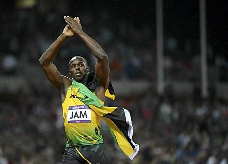 36,84! Usain Bolt juhlii 4x100 metrin viestin uutta maailmanennätystä ja Lontoon olympialaisten kolmatta kultamitaliaan. Boltin ankkuroimassa Jamaikan pikaviestijoukkueessa juoksivat lisäksi Nesta Carter, Michael Frater ja Yohan Blake. Toiseksi juossut Yhdysvallat pysyi Jmaikan kyydissä viimeiseen vaihtoon asti, mutta Ryan Bailey joutui loppusuoralla taipumaan Boltille. Yhdysvaltain aika oli 37,04, joka on sama kuin entinen maailmanennätys. Pronssia otti Trinidad & Tobago ajalla 38,12. Jamaikan mitalisaldo Lontoossa on lauantain jälkeen 4 kultaa, 4 hopeaa ja 4 pronssia.