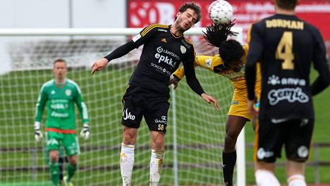 Mehmet Hetemaj ja Jordan Seabrook kohtasivat toukokuussa Pohjanmaan derbyssä. Tuolloin SJK oli parempi lukemin 2–0.