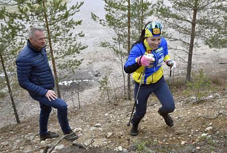Hiihtomaajoukkueen päävalmentaja Matti Haavisto ja Krista Pärmäkoski harjoittelivat Vierumäellä lokakuussa.