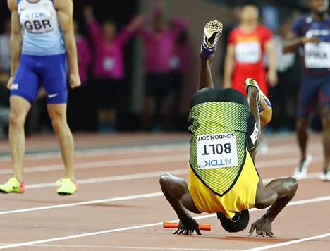 Bolt kaatui maahan.