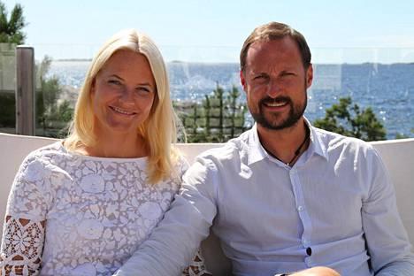 Mette-Marit ja Haakon.
