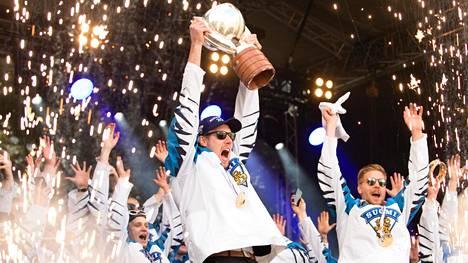 Suomi juhli MM-kultaa keväällä 2019. MM-kisat pelataan Tampereella ja Helsingissä vuonna 2022.