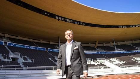Olympiakomitean puheenjohtajakisaa harkitsevalla pormestari Jan Vapaavuorella on aiempaa työtaustaa muun muassa yleisurheilun parista.