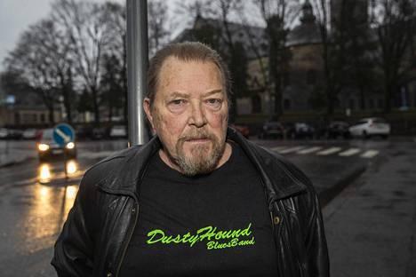Martti Saarelma vääntää oikeudessa Vantaan pysäköinninvalvonnan kanssa parkkimaksuista.