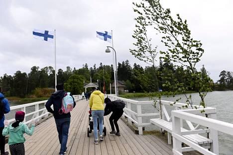Juhannuksena 2018 Helsingin Seurasaaressa tuuli.