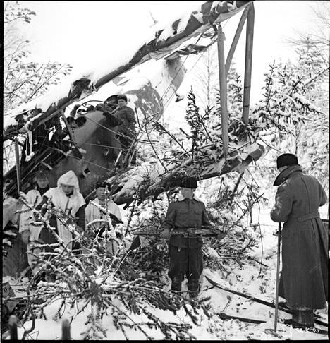 Suistamon lentokentän ilmatorjunta pudotti neuvostoliittolaisen koneen tammikuussa 1940.