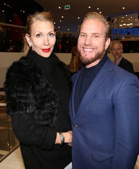 Victorian ex-kumppani Svante Tegnér yhdessä puolisonsa Pernilla Molinin kanssa vuonna 2015.
