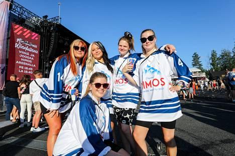 Essin, Sofian, Emmin, Jennyn ja Jaanan festariporukka on tutustunut toisiinsa Himoksella 2019.
