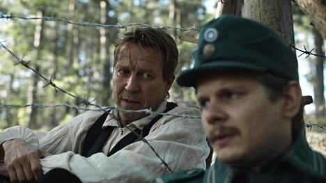 Martti Suosalo ja Paavo Kinnunen näyttelevät elokuvassa Suomen hauskin mies.